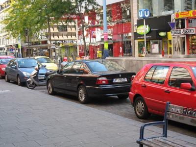 ウィーンで路駐されている自動車
