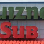 【725号】サンドイッチチェーンのクイズノス、店舗の大量閉鎖に追い込まれた要因とは?