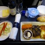 【1043号】世界の主要航空キャリアが国際線機内食の有料化に注目する理由とは?